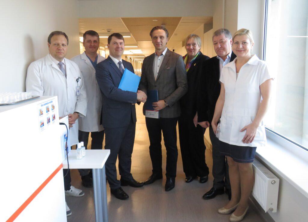 Vidzemes slimnīca noslēdz sadarbības līgumu ar Rīgas Austrumu klīnisko universitātes slimnīcu
