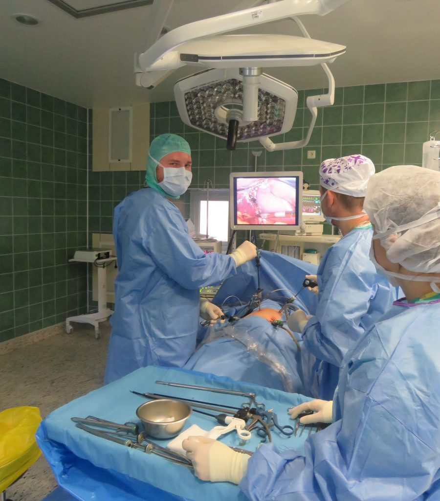 Topošie ārsti apgūst profesiju Vidzemes slimnīcā