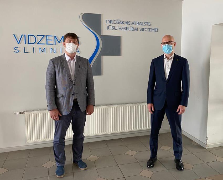 Veselības ministrs Daniels Pavļuts apmeklē Vidzemes slimnīcu